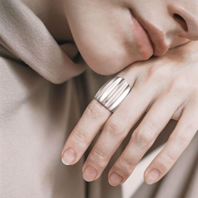Необычное серебряное кольцо