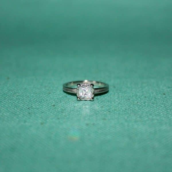 Кольцо «Принцесса» изготовлено из серебра 925 пробы