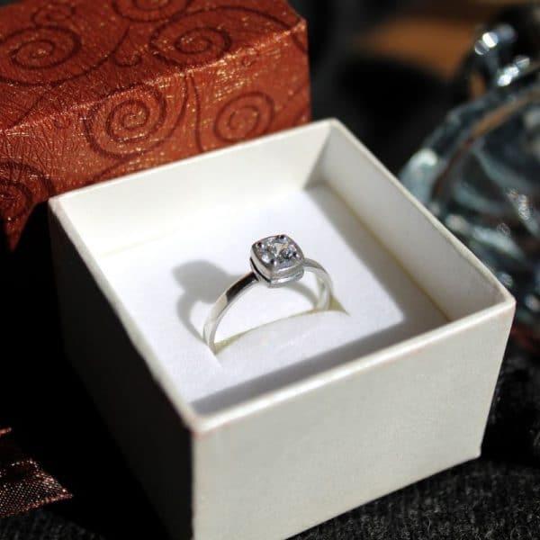 Необычное, оригинальное и привлекательное кольцо фото