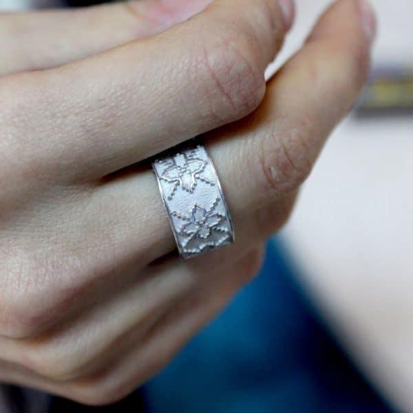 Срібний перстень «Вишиванка» фото