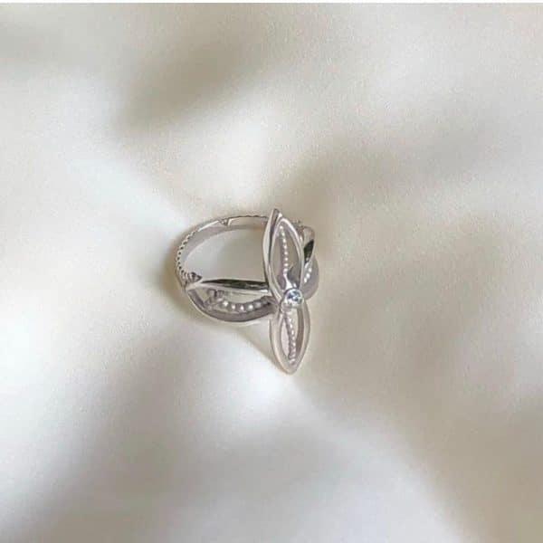 красивое ажурное кольцо из серебра фото