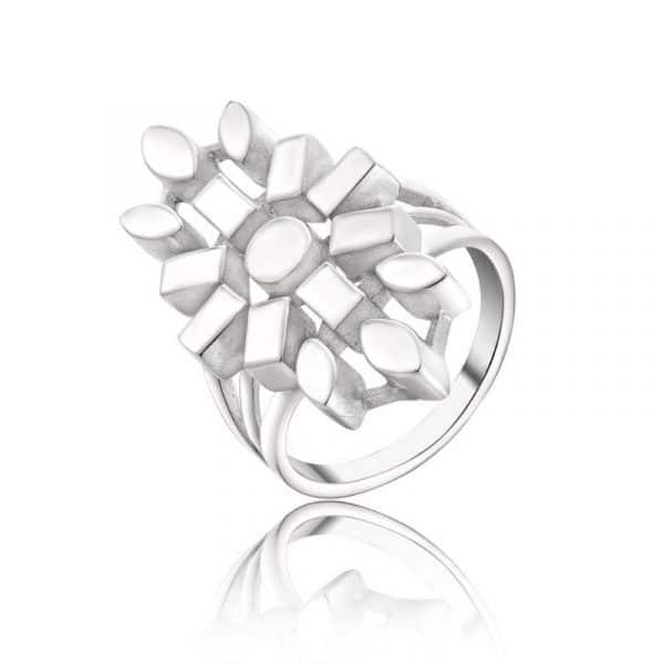 красивое женское кольцо из серебра фото