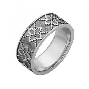 оригинальное и необычное серебряное кольцо фото